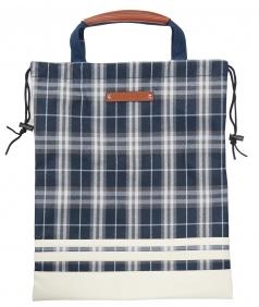 Shoes Bag TDSB-1770の商品画像 巾着の様に縛って収納。<br /> 持ち手も付いて使い勝手が良い袋型のシューズケース。<br /> ファスナーポケット付きで小物の収納もできます。