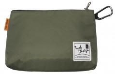 Cooler Pouchの商品画像 ペットボトル2本がスマートに収まる保冷ポーチ。付属のカラビナでバッグにつけることもできます。